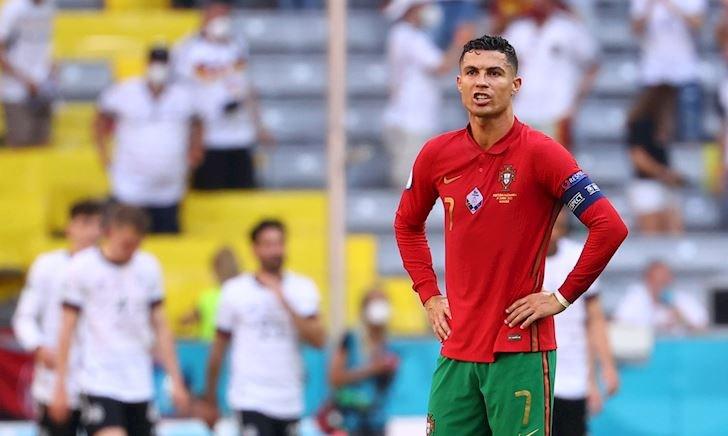 Ronaldo có thuật phân thân cũng chẳng thể cứu nổi Bồ Đào Nha