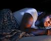 Nghiên cứu mới: dùng điện thoại vào ban đêm có thể ảnh hưởng đến tinh binh