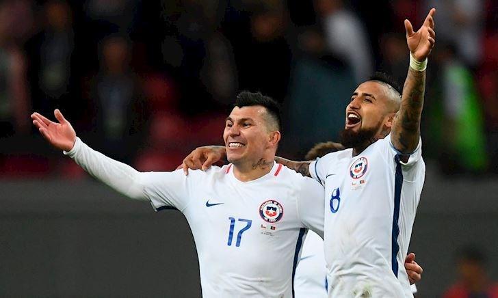 6 cầu thủ Chile dẫn chân dài vào khách sạn dù đang đá Copa America