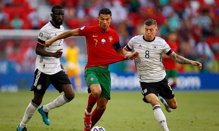 Anh em xa bờ chú ý, Ronaldo cứ gặp Pháp là tắt điện