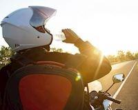 Chạy xe máy dưới trời nắng sẽ thoải mái hơn nếu bố để ý vài điểm này