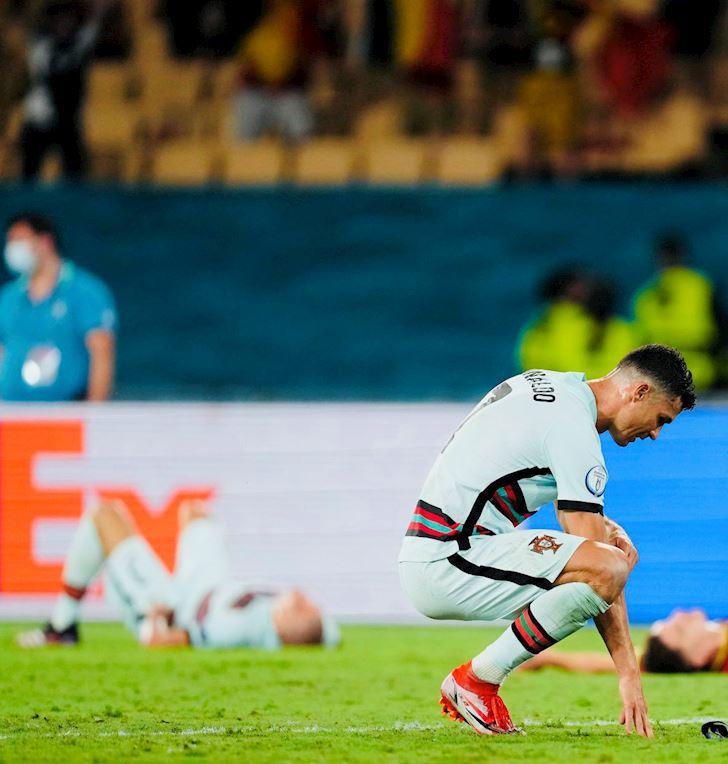 Ronaldo-guc-nga-nhin-Bo-Dao-Nha-thanh-cuu-vuong-EURO-3