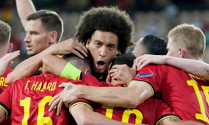 Hàng thủ hơn 100 tuổi của Bỉ khiến Ronaldo ôm hận
