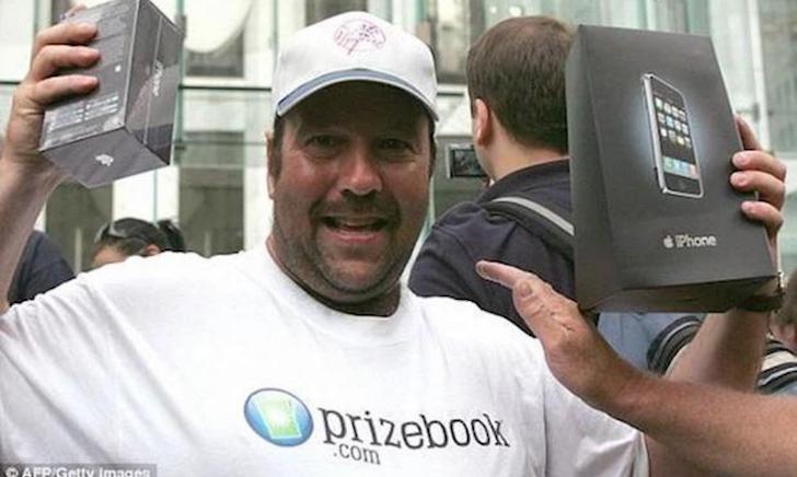 Tường thuật lại sự kiện mở bán những chiếc iPhone đầu tiên vào ngày này 14 năm trước
