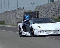 Siêu xe Lamborghini Aventador Hybrid bị bắt gặp khi đang chạy thử nghiệm