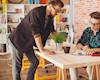 8 thứ anh em nhất định không được để trên bàn làm việc