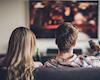 Tranh thủ xem TV cùng vợ là tuyệt chiêu để hâm nóng hôn nhân