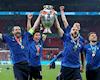 Cầu thủ Ý tiền chất đầy nhà sau khi vô địch EURO