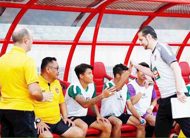 HLV-Myanmar-tuyen-bo-khong-ngan-doi-nao-ke-ca-U23-Viet-Nam-2
