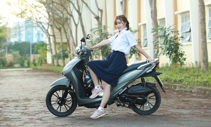 mua-xe-50cc-de-khong-can-bang-lai-tuong-loi-nao-ngo-tinh-ra-lai-hao-qua-1