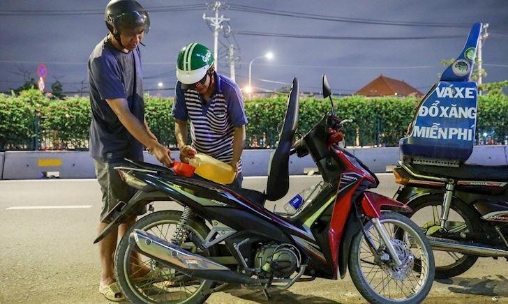 Cách điều khiển xe để tiết kiệm xăng nhất, tốn chỉ 1 lít cho 100 km
