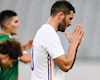 Tiền đạo Pháp chắp tay xin lỗi sau khi ghi bàn, gây sốt dân mạng