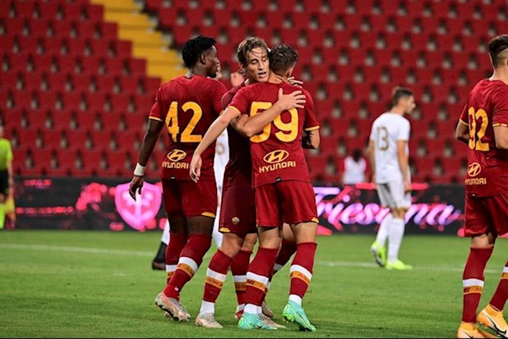 Roma-bung-no-cung-Mourinho-ghi-13-ban-sau-3-tran-giao-huu-3