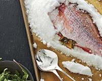 Nếu lỡ tủ lạnh hư ngay lúc này thì anh em hãy bảo quản thức ăn theo một số cách sau nhé