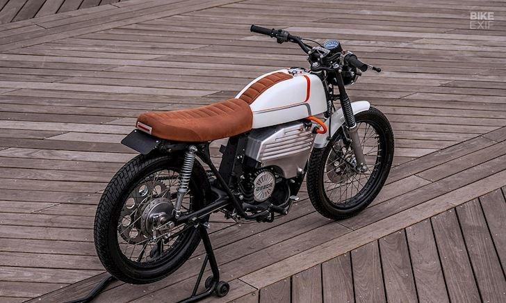 Thay động cơ điện mới, chiếc Honda CB200 bỗng trở nên chất lừ