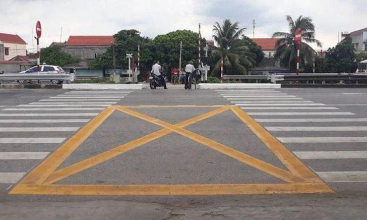 Thấy dấu X ngã tư, tuyệt đối đừng dừng xe nếu không muốn bị phạt