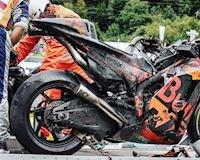 Xót xa khi thấy xe đua MotoGP bạc tỷ bị va chạm bốc lửa