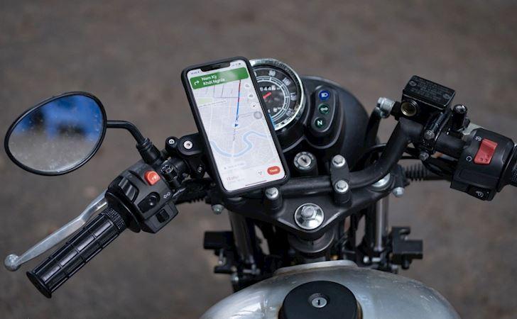 cho dai gan iphone tren xe may vi camera cua no co the hong 3