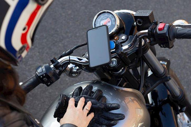 cho dai gan iphone tren xe may vi camera cua no co the hong 2