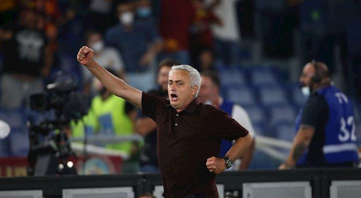 Mourinho-an-mung-nhu-da-vo-dich-sau-khi-len-dau-bang-Serie-A-2