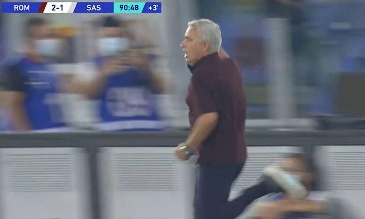 Mourinho ăn mừng như đã vô địch sau khi lên đầu bảng Serie A