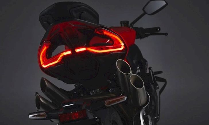 chi-tiet-sieu-nakedbike-phien-ban-re-mv-agusta-brutale-1000rs-2