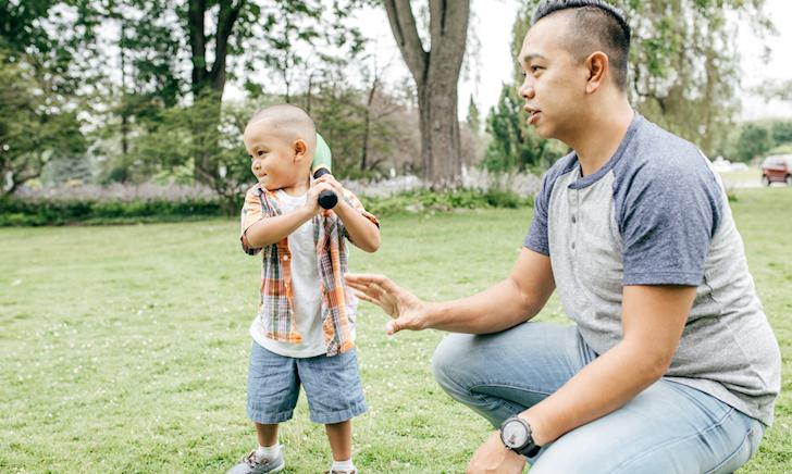 Để trẻ có thể tự tin sống độc lập, đây là 3 điều bố cần phải làm ngay
