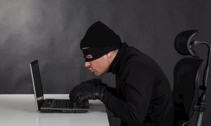 Hacker ngớ ngẩn nhất hành tinh, bị bắt vì một sai lầm cơ bản