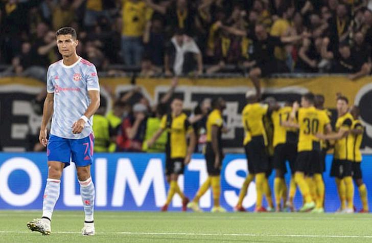 Rio-Ferdinand-ngua-mat-khi-thay-Ronaldo-ra-duong-bien-chi-dao-3