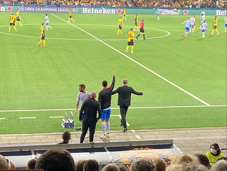 Rio-Ferdinand-ngua-mat-khi-thay-Ronaldo-ra-duong-bien-chi-dao-1