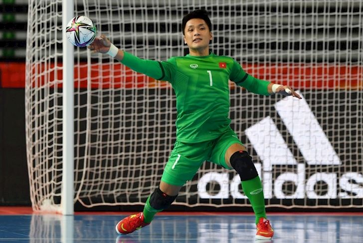 Nguoi-nhen-Ho-Van-Y-khien-ca-FIFA-cung-phat-cuong-1