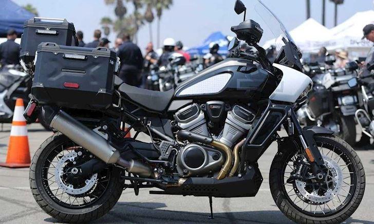 Harley-Davidson Pan America độ phong cách xe cảnh sát