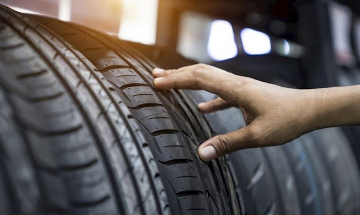 Đây là lý do khiến lốp xe có màu đen trong khi cao su ban đầu lại màu trắng
