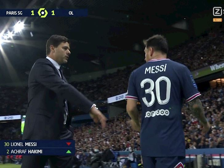 Rac-roi-dau-tien-tai-PSG-Messi-cau-co-tu-choi-bat-tay-Pochettino-2