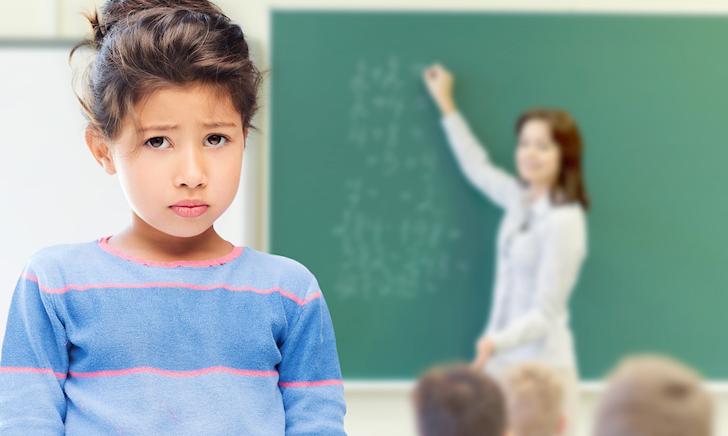 4 biểu hiện cho thấy trẻ mang tâm lí tự ti, rụt rè khi đến trường