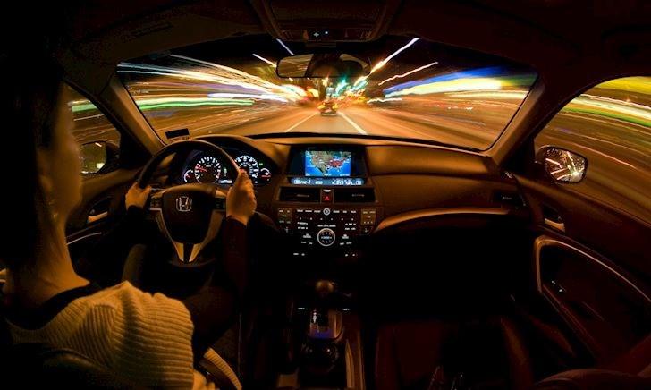 Chạy xe bên phải hay bên trái an toàn hơn