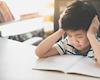 Trẻ mệt mỏi khi học online vì bố mẹ gây áp lực
