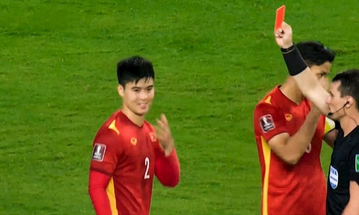 Fan Việt nổi giận, yêu cầu sao kê tài khoản trọng tài đuổi Duy Mạnh